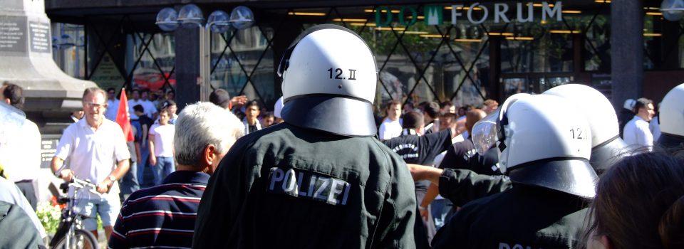 köln innenstadt demonstration ordnungshüter polizei domplatte